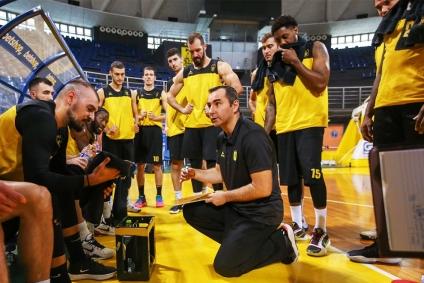 Με τον χρόνο στο πλευρό του για την νίκη στην πρεμιέρα της Basket League(ΥΓ. με Ελληνιάδη στον πάγκο)