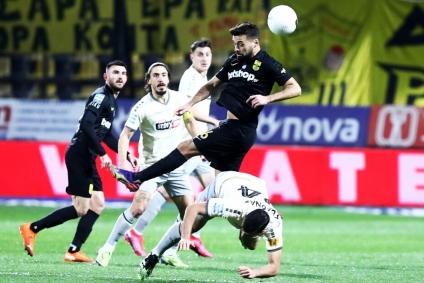 ΑΡΗΣ – ΑΕΚ 0-1 | Εγκλωβίστηκε από το αντιποδόσφαιρο της ΑΕΚ